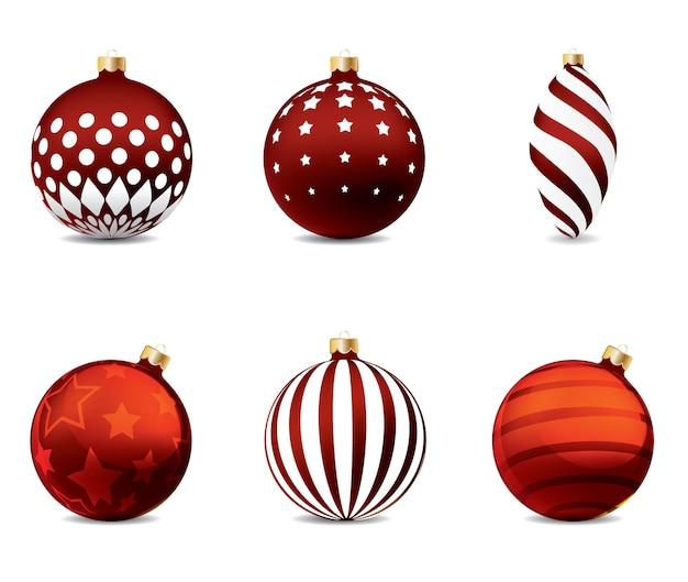 Красные елочные шары на изолированном фоне