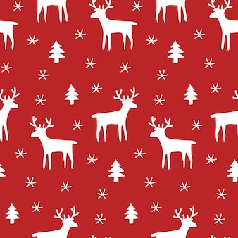 Красный рождественский фон с оленями и снежинками.
