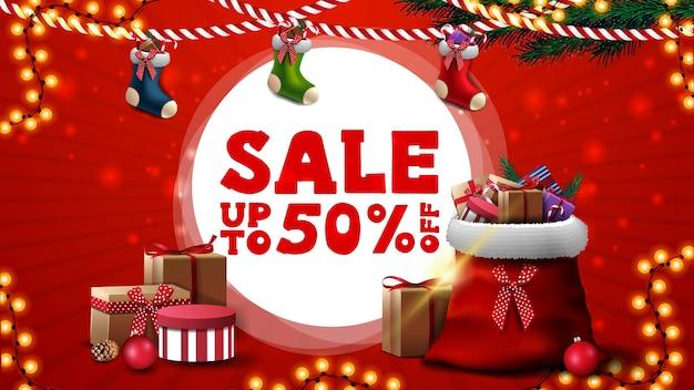 Красный дисконтный баннер для сайта с рождественскими чулками