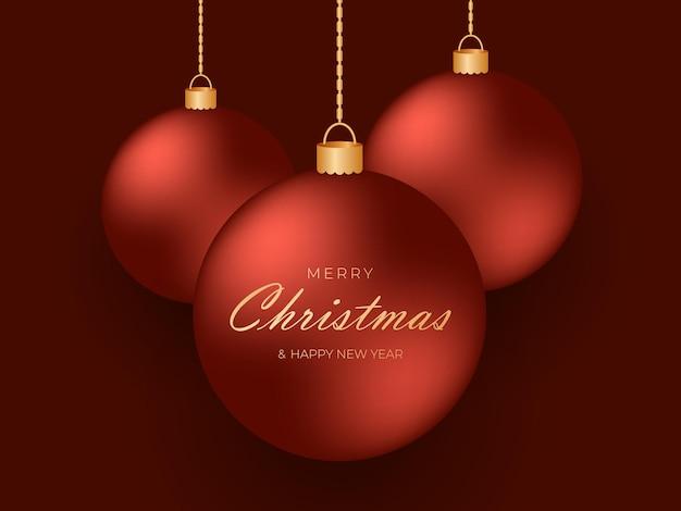 진한 빨간색 배경에 금 사슬에 매달려 있는 빨간색 축제 크리스마스 공