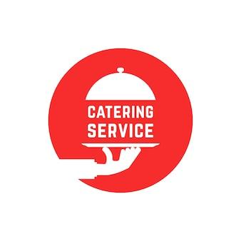 赤い丸いケータリングサービスのロゴ。屋外イベント、高級料理、食事、クローシュ、ウェイトレス、高級レストランのコンセプト。フラットスタイルのトレンドモダンなロゴタイプグラフィックデザイン白い背景の上のベクトル図