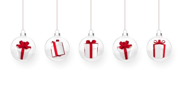 赤い光沢のあるキラキラ光る透明なクリスマスボールとギフトボックス。クリスマスのガラス玉。休日の装飾テンプレート。ベクトルイラスト。