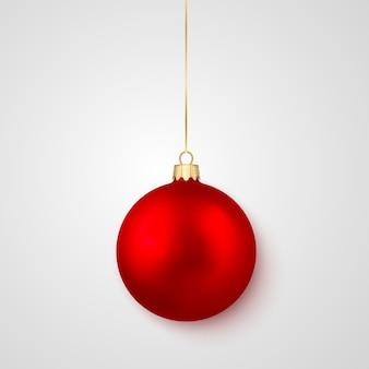 赤い光沢のある輝くクリスマスボール。クリスマスのガラス玉。休日の装飾テンプレート。