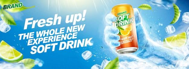 Освежающий безалкогольный напиток баннер с замороженной рукой, держащей напиток