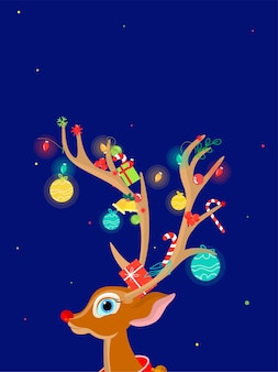 クリスマスの要素で飾られたホーンとトナカイの顔