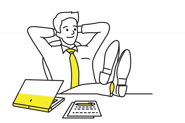 Расслабляющий бизнесмен на рабочем месте