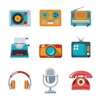 フラットスタイルのレトロなメディアアイコン。テレビとマイク、ヘッドホンとタイプライターとラジオ