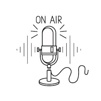 白い背景で隔離のレトロなマイクポッドキャストラジオデザイン要素