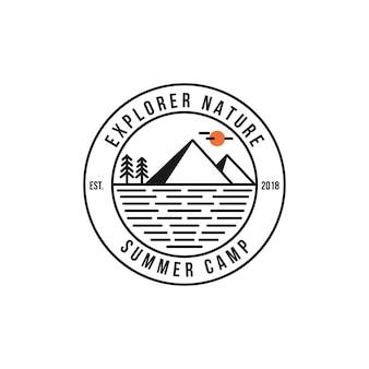 レトロなサマーキャンプバッジグラフィックロゴエンブレムデザイン