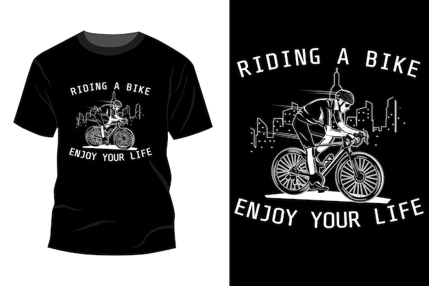 자전거를 타고 인생 티셔츠 모형 디자인 실루엣을 즐기십시오.