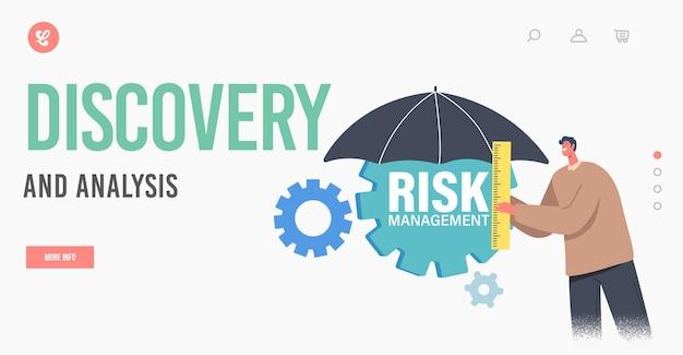リスク管理の発見と分析のランディングページテンプレート。定規を保持している小さなビジネスマンのキャラクターは、歯車で傘の下に立っています。財務リスクを最小限に抑えます。漫画の人々のベクトル図