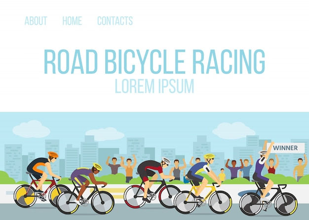 道路自転車レーススポーツ競争漫画webテンプレートベクトルイラスト。ユニフォームを着た自転車や自転車のグループ、フィニッシュのヘルメット、自転車に手を挙げた勝者。