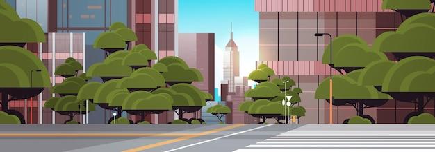 横断歩道都市の建物のスカイライン近代建築の街並みと道路空の通り