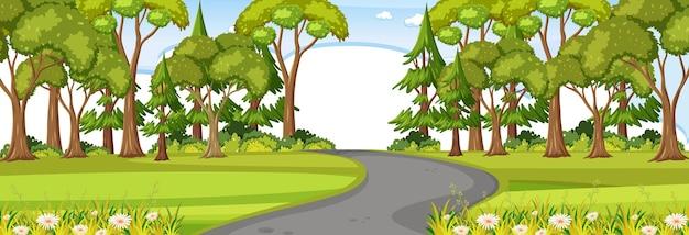 昼間の水平シーンで公園を通る道路