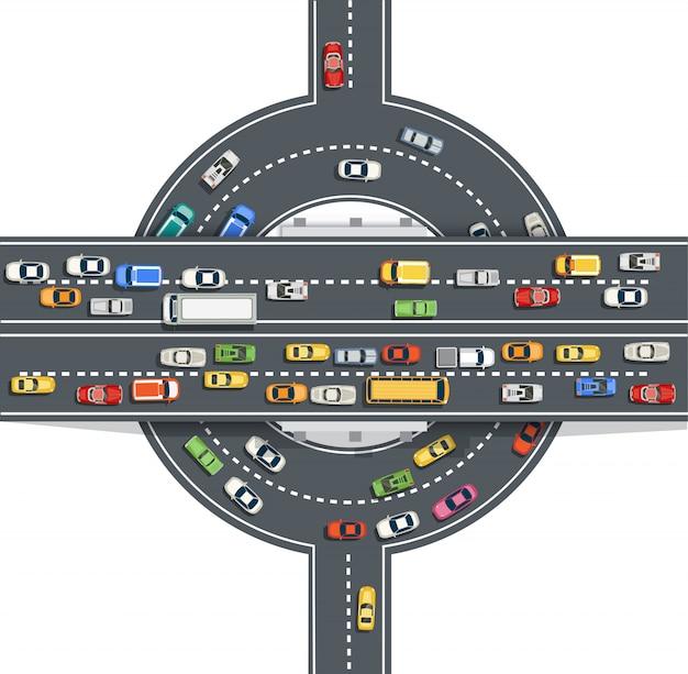 Вид сверху дороги с автомагистралями много разных транспортных средств