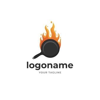Жареная горячая сковорода на огне в стиле градиента логотипа для ресторана и пищевой компании