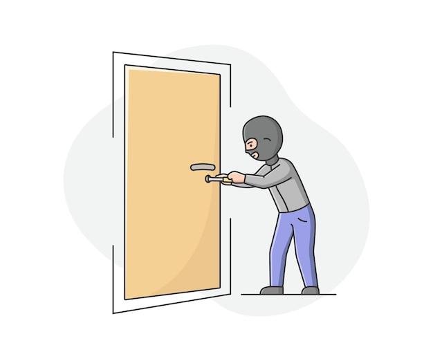 バラクラバの強盗泥棒がドアを壊そうとしているとアパートを奪う