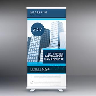 ビジネスプレゼンテーションの詳細と青のロールアップ立ち見客のデザイン