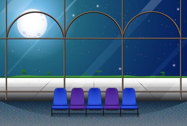 Camera nell'edificio nella notte di luna piena