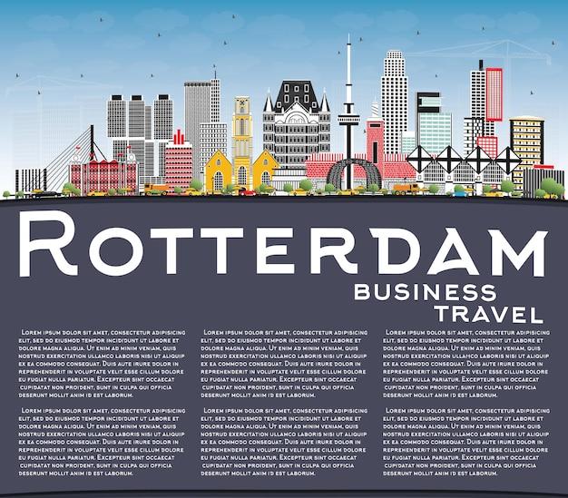 회색 건물, 푸른 하늘 및 복사 공간이 있는 로테르담 네덜란드 도시 스카이라인. 벡터 일러스트 레이 션. 현대 건축과 비즈니스 여행 및 관광 개념입니다. 랜드마크가 있는 로테르담 도시 풍경.
