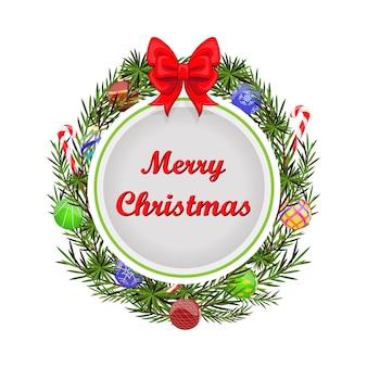 Круглый рождественский венок с красным бантом, еловыми ветками, шарами и конфетами