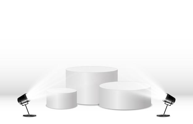 透明な背景に丸い表彰台またはプラットフォーム。