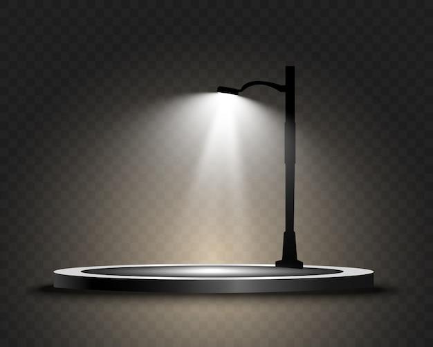 Круглый подиум, постамент или платформа, освещенная уличным фонарем