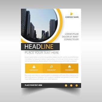 Желтый творческий шаблон обложки ежегодного отчета
