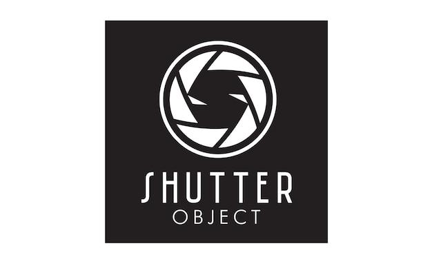 写真家のロゴデザインのためのシャッターレンズ付きの初期s