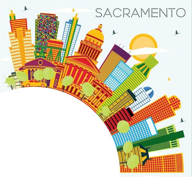 색 건물, 푸른 하늘 및 복사 공간이 있는 새크라멘토 미국 도시 스카이라인. 벡터 일러스트 레이 션. 현대 건축과 비즈니스 여행 및 관광 개념입니다. 랜드마크가 있는 새크라멘토 도시 풍경.