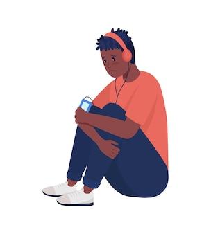 슬픈 소년은 음악 반 평면 색상 벡터 문자를 듣습니다. 앉아있는 그림. 흰색에 전신 사람입니다. 그래픽 디자인 및 애니메이션에 대한 십대 문제 격리 현대 만화 스타일의 그림