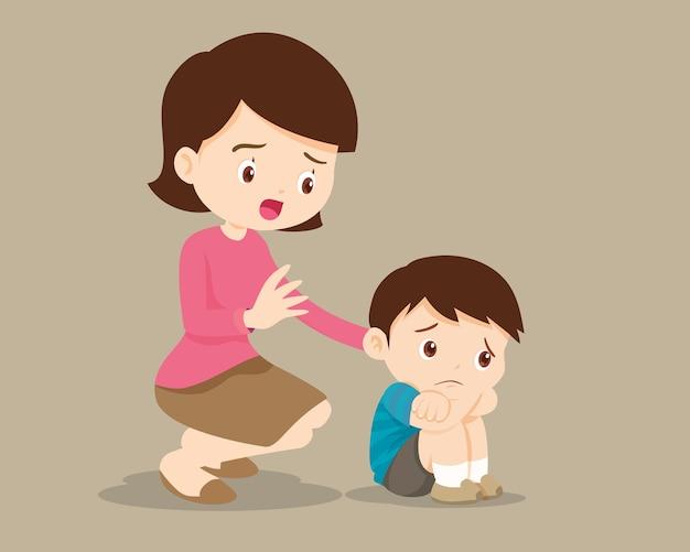 슬픈 아이들은 포옹하고 싶어합니다. 그녀의 아들을 위로하는 어머니. 죄책감을 느끼는 슬픈 소년을 위로하는 엄마. 슬픈 아이의 그림입니다.
