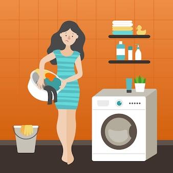 洗濯機の近くに立っている汚れた服のバスケットを持つ悲しい少女。青い縞模様のドレスを着たブルネット。オレンジ色の壁、バケツ、ゴム手袋、タオル、アヒル。フラットベクトル