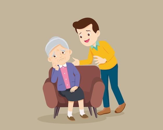 Грустная старшая женщина, сидящая и утешающий мужчину, расстроила ее