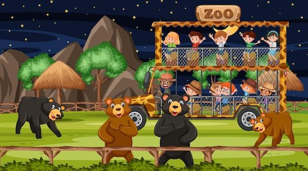 Сафари в ночное время со многими детьми, наблюдающими за группой медведей