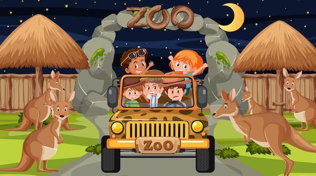 Сафари в ночное время со многими детьми, наблюдающими за группой кенгуру