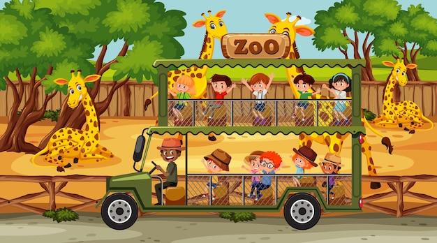 관광 차에 많은 기린과 아이들과 사파리 장면
