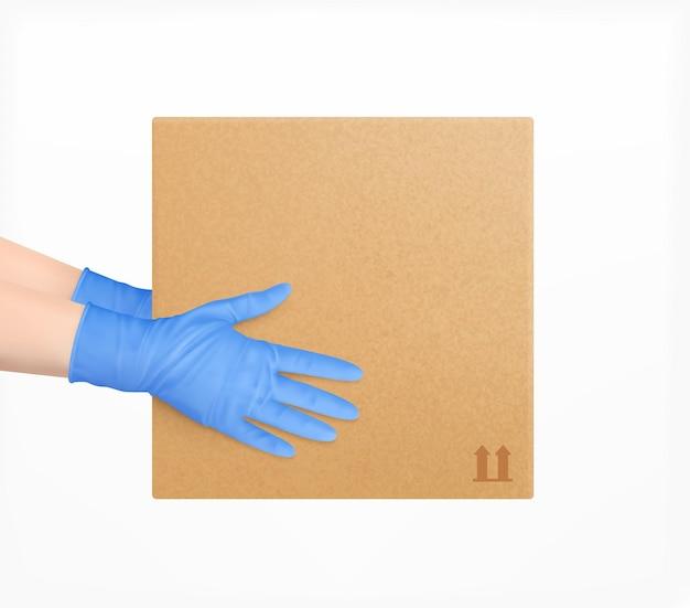 Composizione di consegna sicura con mani umane in guanti protettivi blu che tengono il pacchetto