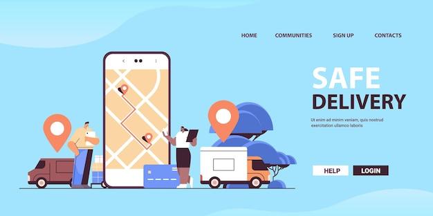 스마트 폰 화면에서 온라인 운송 및 물류 디지털 쇼핑 애플리케이션을 사용하는 안전한 배송 서비스 사람들