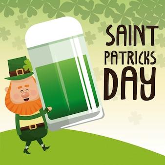 찻잔 녹색 맥주 레터링 포스터를 들고 성 패트릭의 날 요정