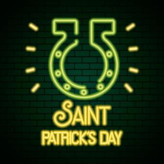 馬蹄形のイラストと聖パトリックの日のネオンライト