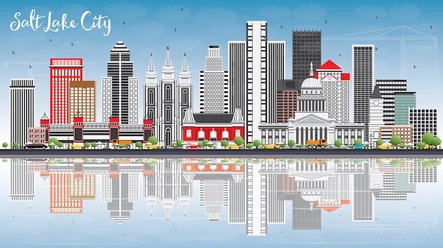 Горизонты города солт-лейк-сити с серыми зданиями, голубым небом и отражениями векторные иллюстрации