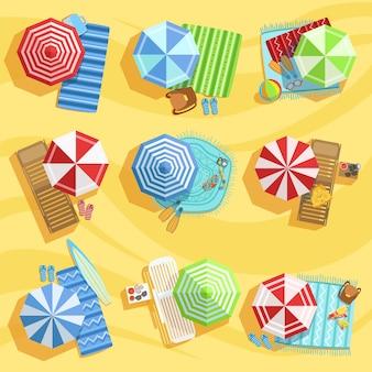 우산과 sunbeds 위에서 샌 디 비치