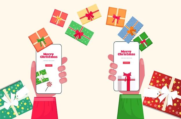 온라인 모바일 앱 메리 크리스마스 새해 복 많이 받으세요 겨울 휴가 축하 개념 스마트 폰 화면을 사용하여 산타 클로스와 엘프 손