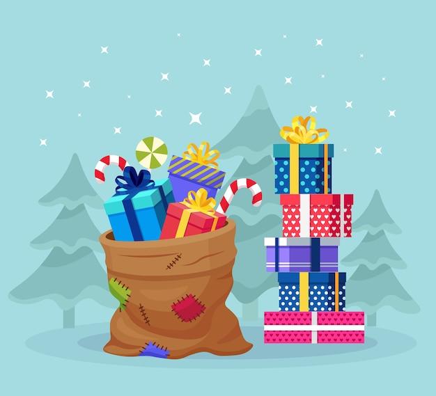 スタック付きのサンタクロースバッグ、ラッピングギフトボックスの山。プレゼントパッケージ、スイーツがいっぱいのクリスマスサック。