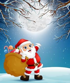 Дед мороз держит мешок подарков в рождественскую ночь