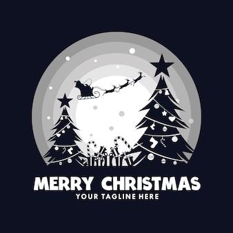 Санта-клаус в санях с оленями на луне