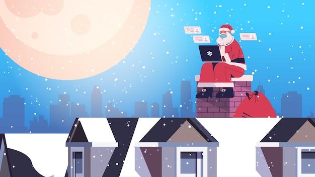 산타 클로스 노트북을 사용 하여 지붕에 앉아 행복 한 새 해 메리 크리스마스 휴일 축 하 개념 전체 길이 가로 벡터 일러스트 레이 션
