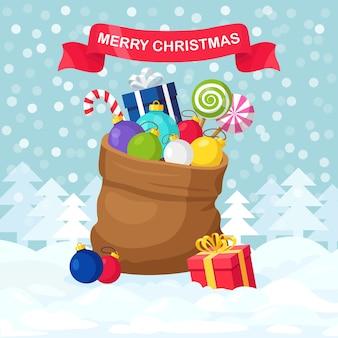 背景にギフトボックスとサンタクロースの赤いバッグ。プレゼントパッケージがいっぱいのクリスマスサック