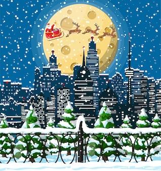 サンタクロースはトナカイのそりに乗ります。クリスマスの冬の街並み、雪片、木々。
